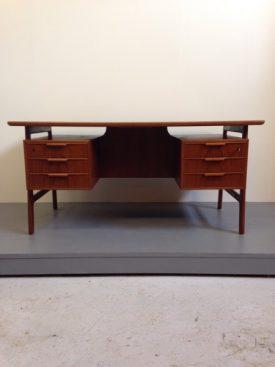 Gunni Omann Desk