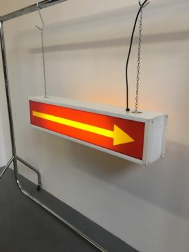 Illuminating arrow sign