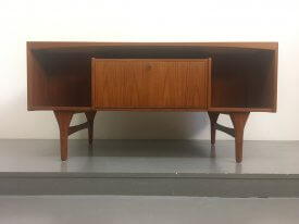 Vald Mortensen Desk